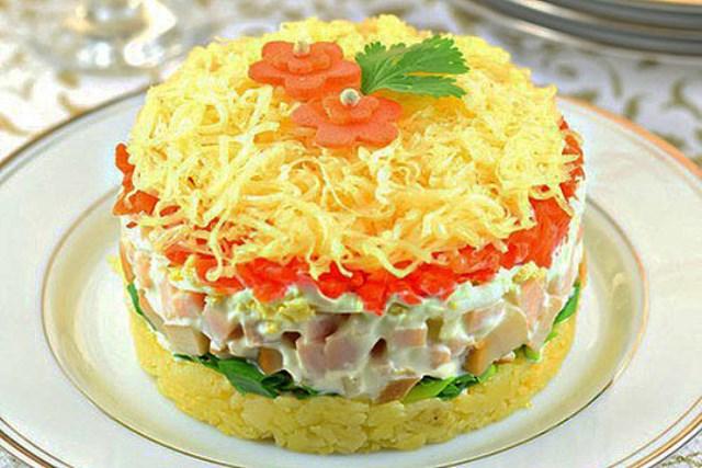 Вкусный, сытный, яркий салат с сыром, грибами и ветчиной, очень Нежный. СРАЗУ СТАНЕТ ФАВОРИТОМ ТВОЕЙ СЕМЬИ!