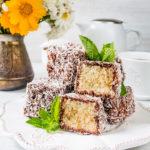 Лемингтон – австралийский бисквитный десерт. Ммм... тает во рту. Обалденная штука!