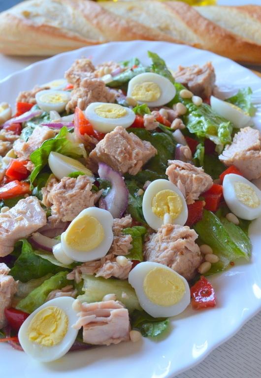 """Салат с тунцом затмит все блюда за столом. Просто """"улетный"""" салатик!"""
