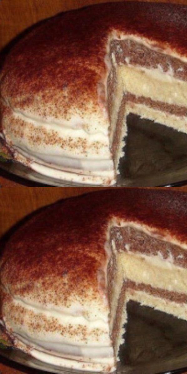 Легкий торт на кефире со сметанным кремом. Приятный на вид, не стыдно подать гостям.