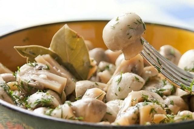 Замечательные грибочки в легком маринаде. Обязательно попробуйте!