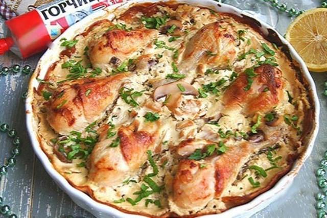 Куриные голени в сметанно-горчичном соусе- замечательная идея сытного ужина для всей семьи, непременно удивит ваших гостей и родных. Приготовление не отнимет у вас много времени и сил.