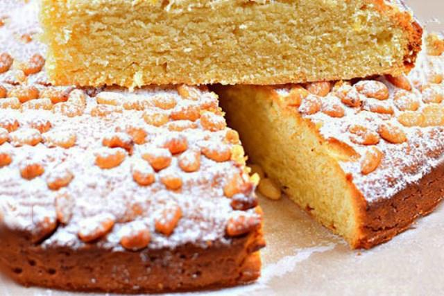 Лимонный пирог с кедровыми орешками готовлю почти каждые выходные. Дети уплетают с удовольствием. Моя палочка - выручалочка.