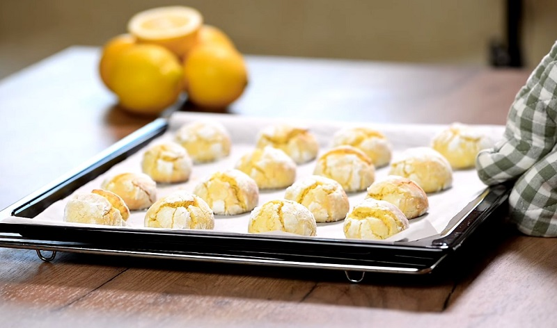 2 яйца, 1 лимон, 200 мл кефира: десерт, который завоевал сердца худых довольных хозяек. Вреда фигуре точно не будет.