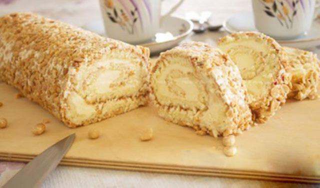 Рулет «Сливочно-ореховый».  Это очень вкусная, быстрая и простая выпечка!
