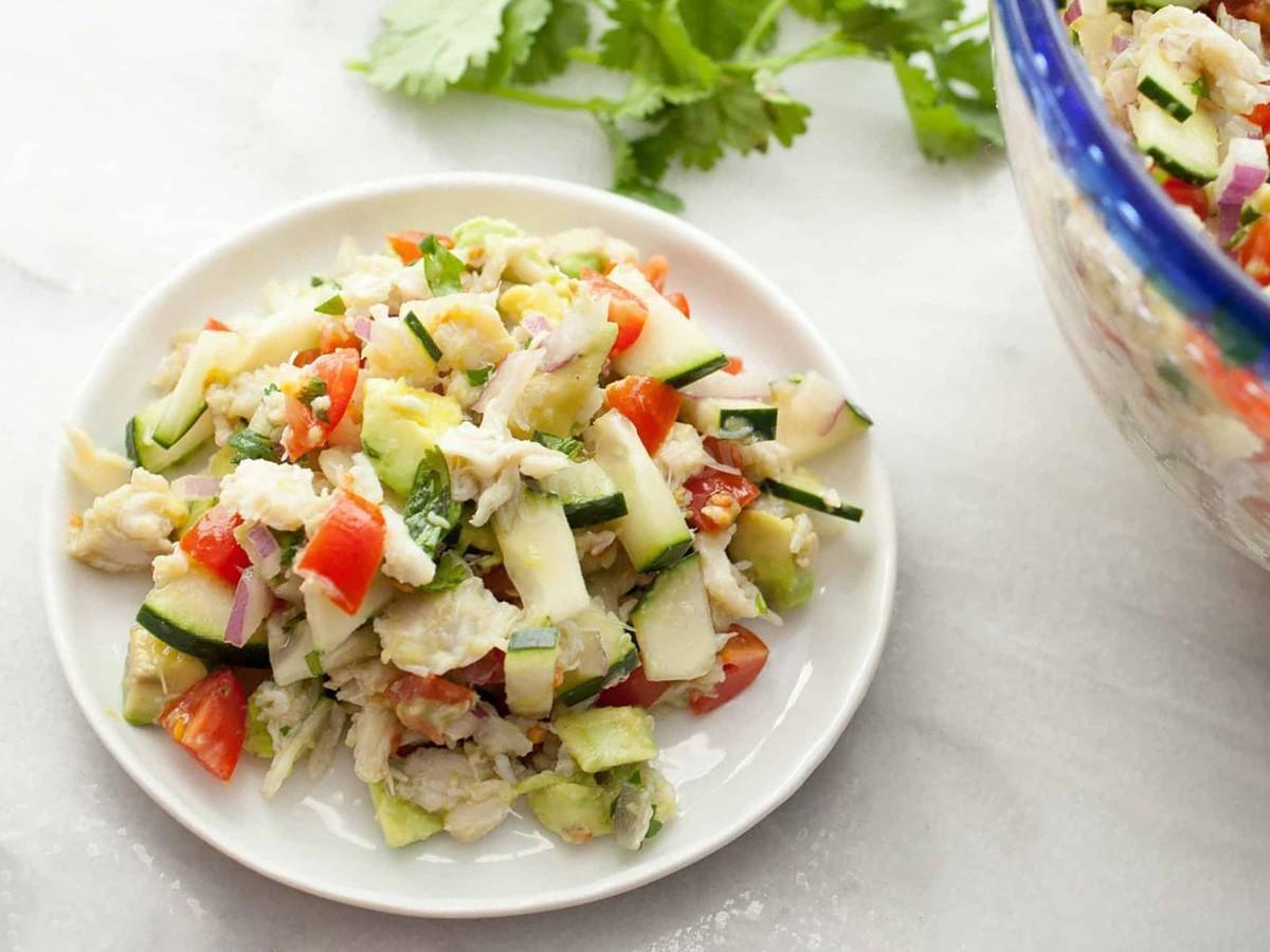 salat-s-naturalnym-krabom-i-avokado_1556885664_1_max