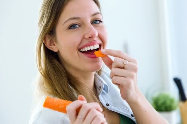 woman-eating-carrot_1301-23