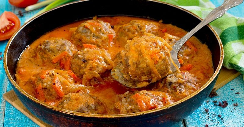 homemade-meatballs-in-tomato-sauce-with-basil-and-spices-in-a-fr-2