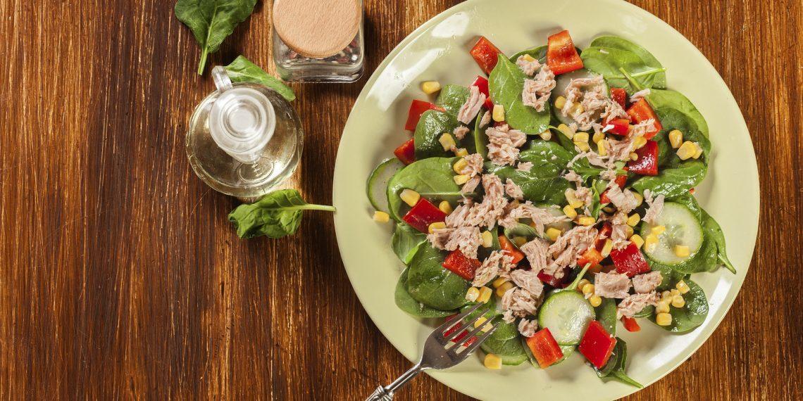 10-appetitnyh-salatov-s-konservirovannym-tuncom_1576526843-1140x570-1