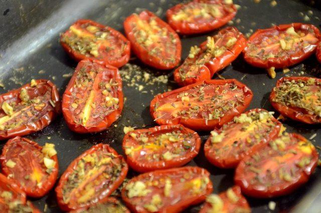 lenyus-zakatyvat-kuchu-banok-pertsy-i-tomaty-na-zimu-6