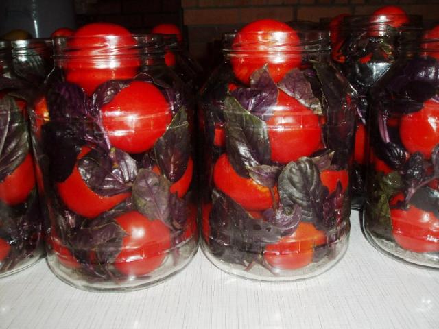 pomidory-s-bazilikom-vkusnaya-i-originalnaya-zagotovochka-na-zimu-1