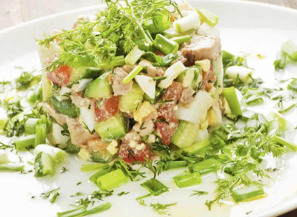 salat-iz-pecheni-treski-s-olivkami-1024x747-1