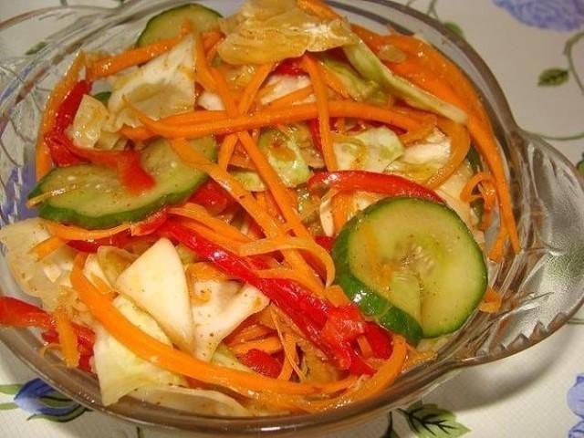 vsemi-lyubimyj-salat-iz-kapusty-i-ogurczov-po-korejski-1-1